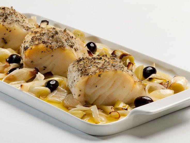 Assustado com o preço do Bacalhau? Use bacalhau fresco, que custa 40% menos que o bacalhau salgado. Faça essa deliciosa receita de bacalhau alho e óleo ao