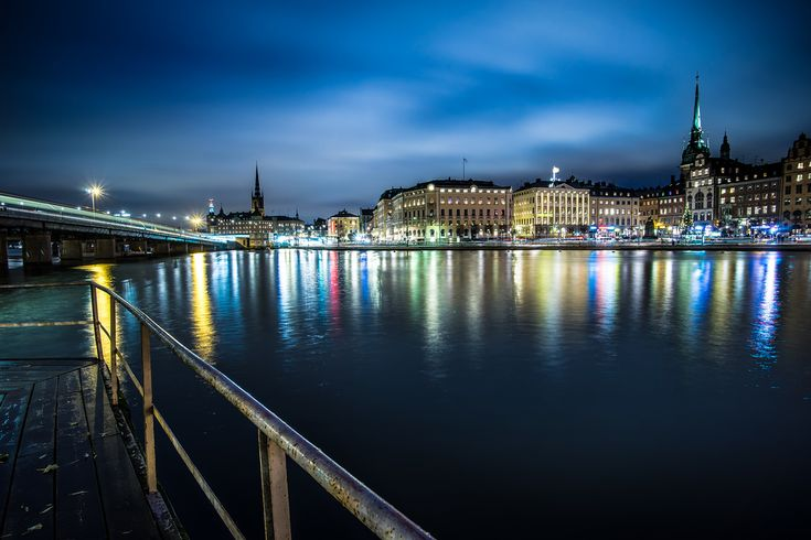"""Hitta lediga lägenheter i Stockholm här: https://www.bostadsdeal.se/stockholm-laegenhet  Söker du lägenhet i Stockholm, får du en samlad överblick på denna lista. Klicka på knappen """"Läs mer"""" vid den enskilda annonsen för att få ytterligare information. Söker du andra typer av bostäder i Stockholm än lägenheter, så använd sökfunktionen i vänster sida."""