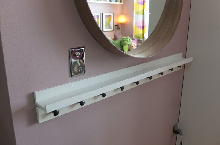 Use the RIBBA picture ledge to display photos, or as a convenient ledge for keys, phones, etc. like in the Marshalleck entryway.