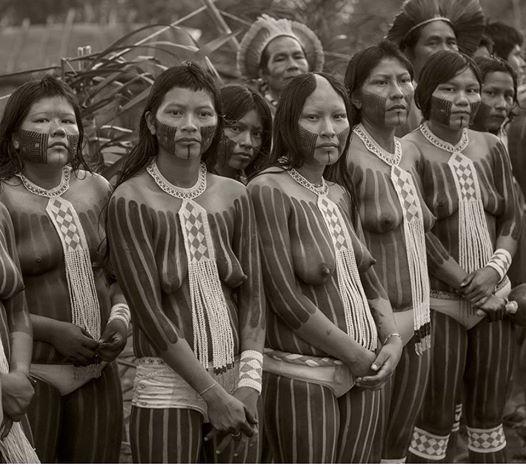 Dia do Indio com os Kayapó na festa das mulheres (menirebiok), na aldeia Motukôre.foto de Alice Kohler
