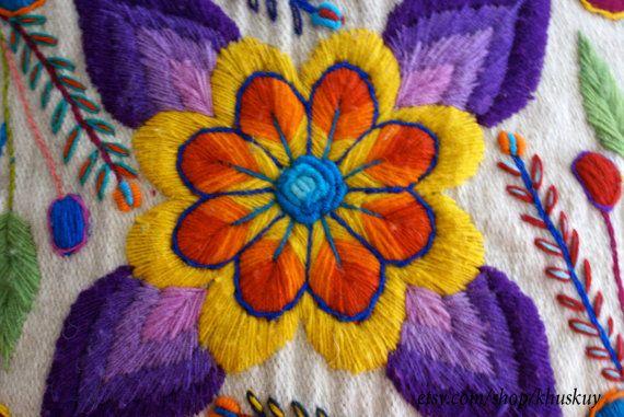 Cubiertas de la almohadilla bordadas flores de ovejas y por khuskuy                                                                                                                                                                                 Más