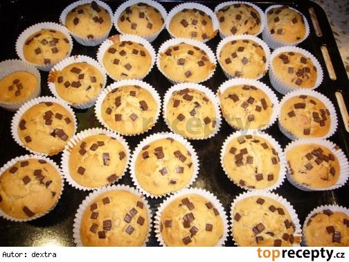 Muffiny s kousky čokolády.