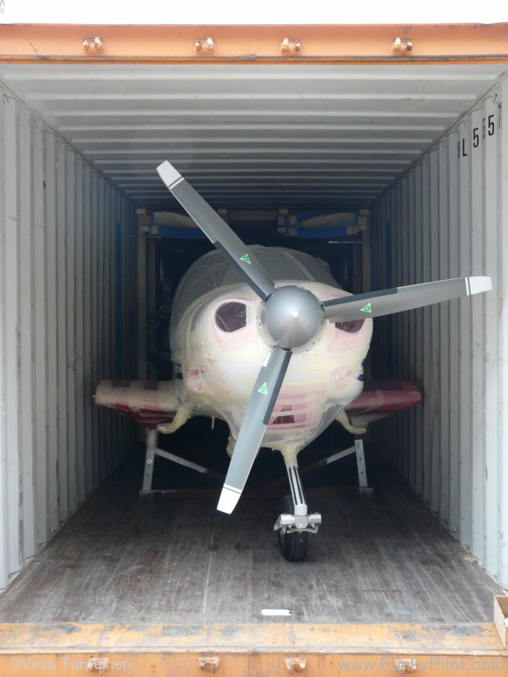 #Aircraft delivery to our #flightschool in Chaoyang. There is a Diamond DA40-D in the container. ..not ready for a flight just yet.