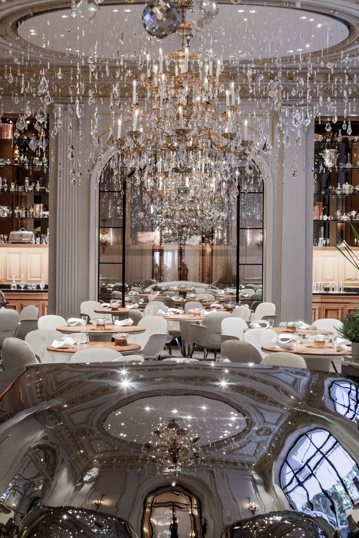 Paris...chandelier Hotel Plaza Athenee - Restaurant