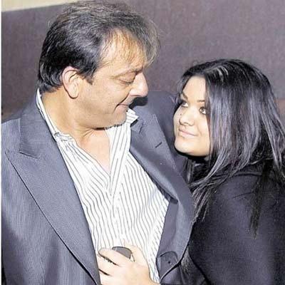 Salman Khan offers support to Sanjay Dutt and Trishala