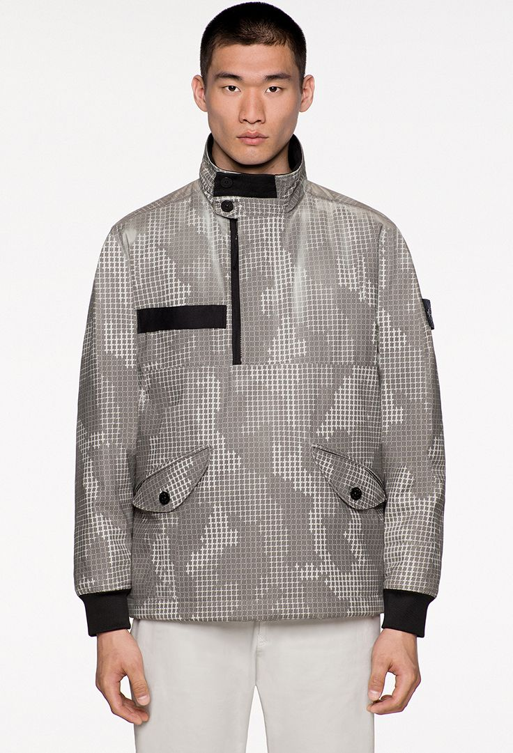 Stone Island_AW '017 '018 stoneisland.com 443E4 ICE JACKET SI CHECK GRID CAMO Padded anorak in brushed cotton tela with thermo-sensitive resin print that appears at lower temperatures. Printed with a camouflage pattern based on the interpretation in various sizes of the Stone Island Check Grid. The fabric is treated with an anti-drop agent.  443E4 ICE JACKET SI CHECK GRID CAMO Anorak in tela di cotone smerigliata con stampa a base di resine termo sensibili che compaiono con l'abbassarsi…