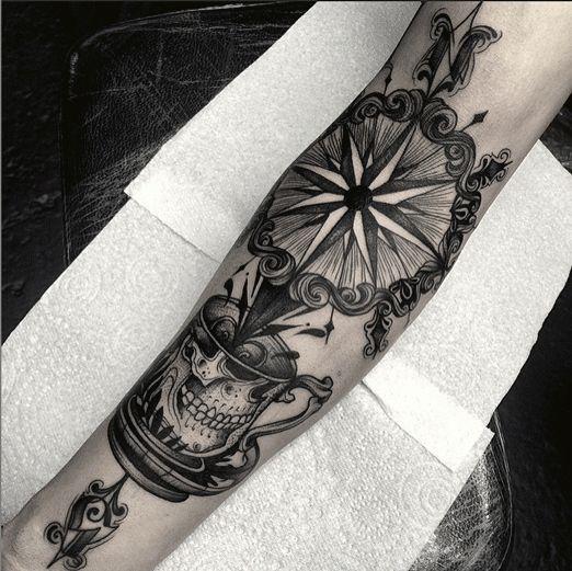 38 best tatouage boussole et rose des vents images on pinterest compass compass tattoo design. Black Bedroom Furniture Sets. Home Design Ideas
