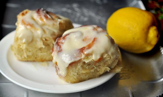 Brunch: Sticky lemon rolls with cream cheese glaze - yes please!