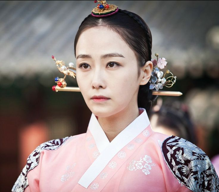Korean drama [Jang Ok-jung, Living by Love] = 인현왕후 민씨 [Queen Inhyeon] - 홍수현 (Hong Soo-hyun)