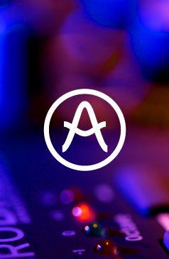 4uatre est une agence indépendante de design et de conseil en identité. Fondée en 2002 par 3 designers, Grégori Vincens, Antoni Bellanger & Bertrand Reguron, qui ont eu l'envie d'associer leurs expertises.