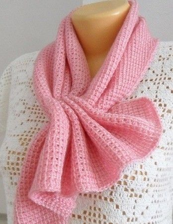 нежный розовый шарф тунисским вязанием из категории интересные идеи