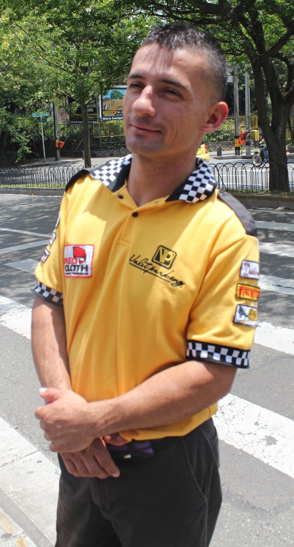 Daniel López trabaja en el valet parking del restaurante Aguacate, ubicado en el Parque de La Presidenta. Ellos no se han visto afectados, pues en semana es poco el movimiento.