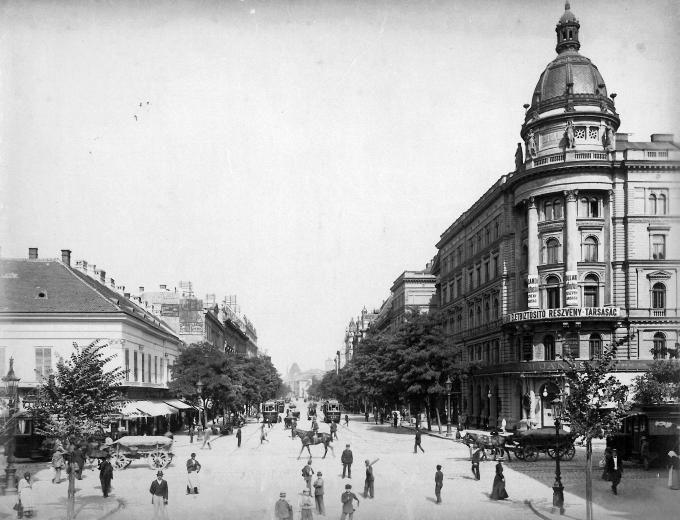 Budapest, Rákóczi (Kerepesi) út a mai Astoria kereszteződés felől nézve.