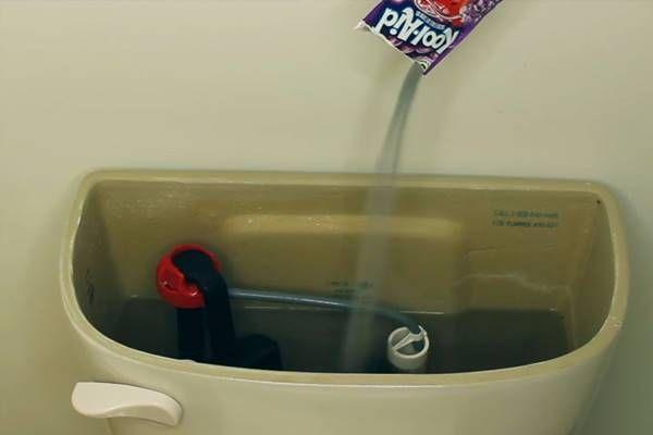 8 wc takarítási fortély, ami hetekre illatossá, frissé és tisztává varázsolja, sikálás nélkül!