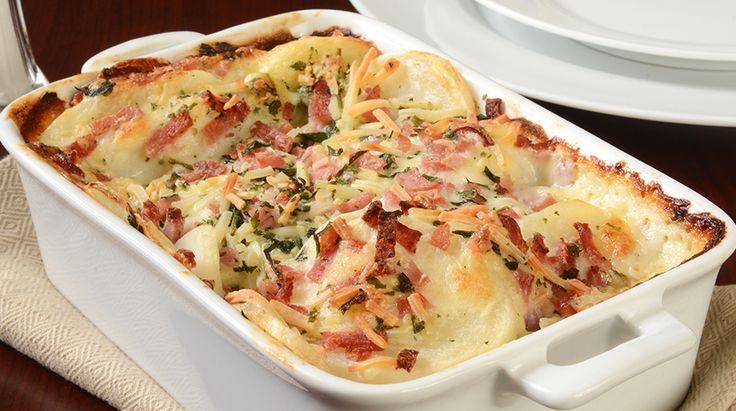 La Millefoglie di Patate al forno con prosciutto e fontina é una delizia a portata di tutti! Per prepararla basta davvero poco: ecco la ricetta.