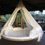Hergebruik van oude trampoline. Heerlijk luilakken in de zon.