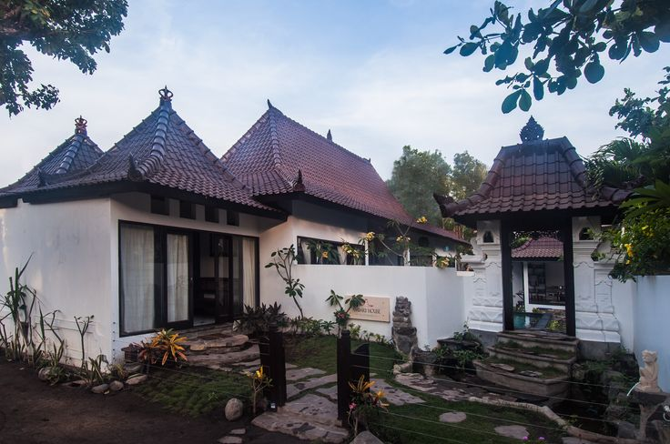 Traditional roof style of private villa Ambary House Gili Trawangan.