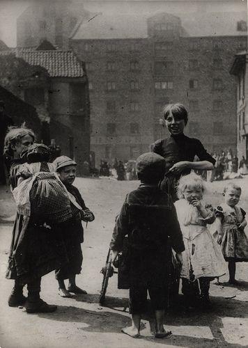 Children in Newcastle, 1890