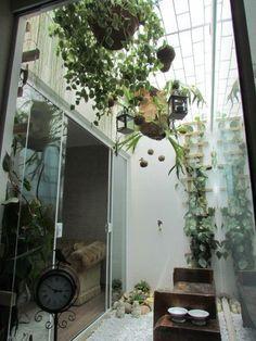 Varanda pequena com jardim de inverno.  Fotografia: http://www.decorfacil.com