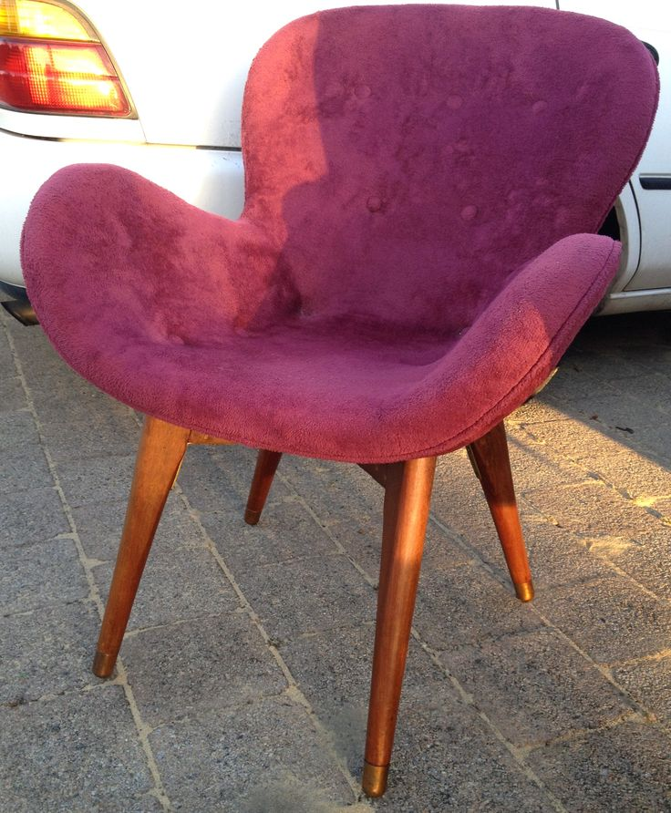 Featherston inspired mcm chair.
