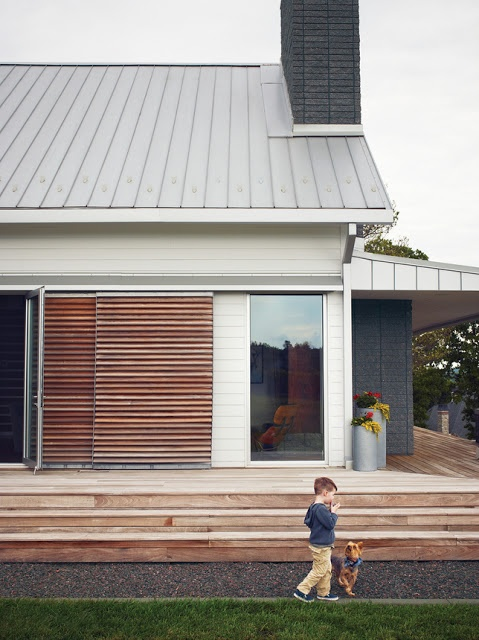 The simplicity and sliding doors appeal to me. Beautiful house exterior