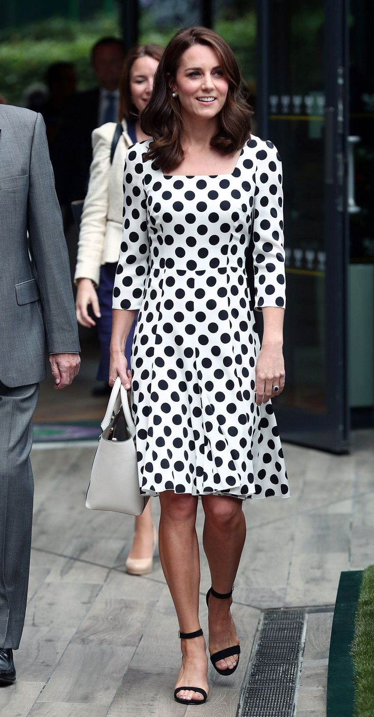 Kate Middleton in Dolce & Gabbana polka dot dress, Victoria Beckham tote and strappy sandals, @via Vogue