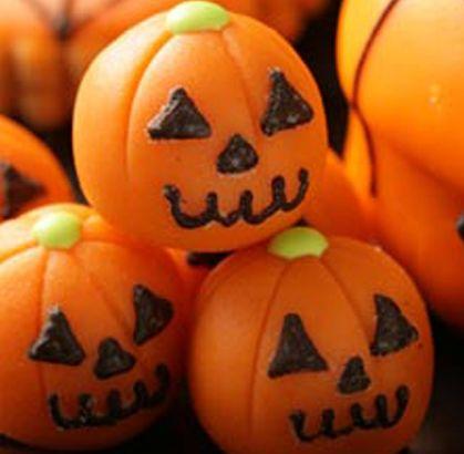 """Nuestro recomendado para que te diviertas como un niño en halloween """"MAZAPANES"""" de la #reposteriaastor ...  Ponle Astor a tus días  www.elastor.com.co"""