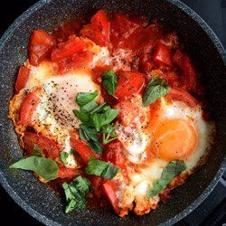 SZAKSZUKA - Jajka gotowane w pomidorach