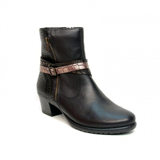 Women's leather ankle boots in black color. Removable insole, rubber non-slip sole and zipper for easier apply. In large sizes from Remonte.