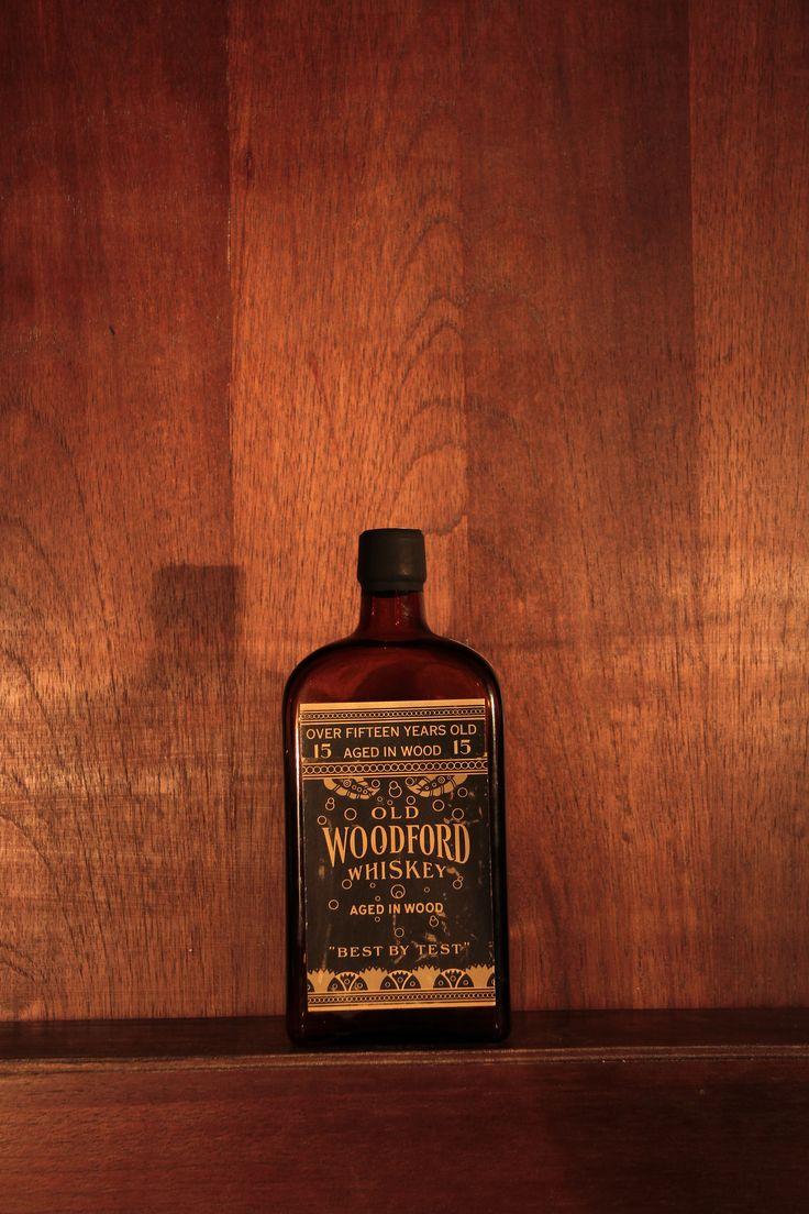 Old Woodford – Whisky medicinal com a prescrição médica, colada no rótulo, 1930
