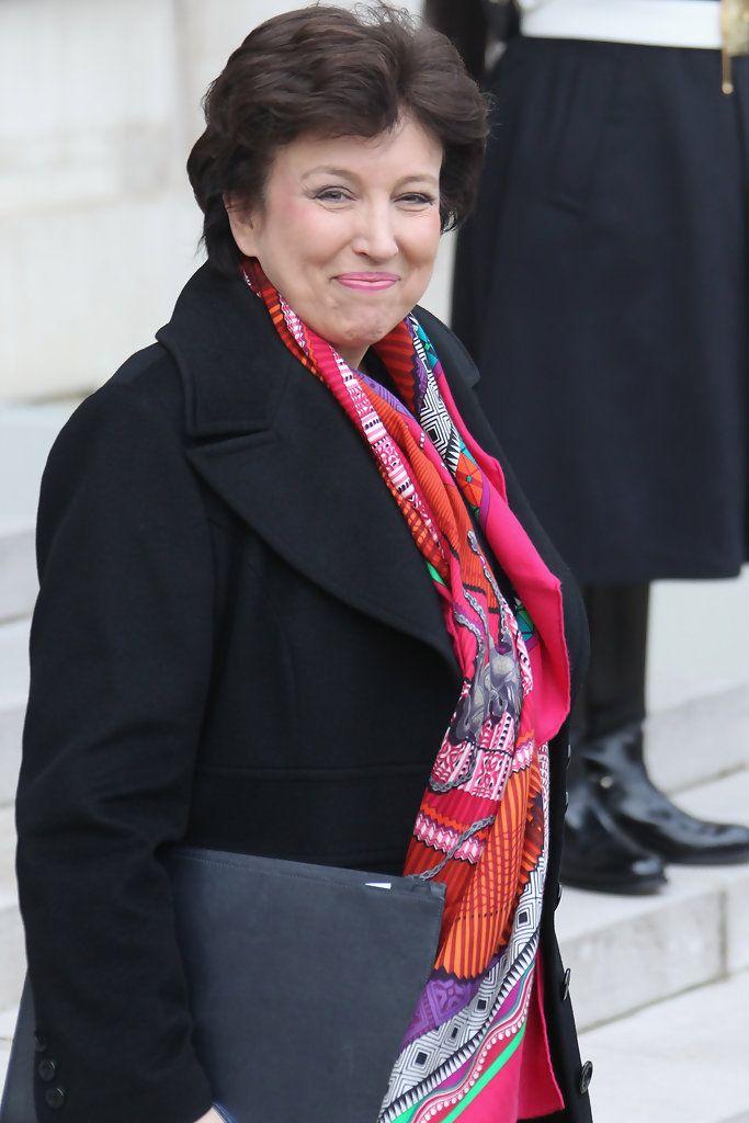 Roselyne Bachelot, une ancienne femme politique, qui osait la couleur. Ce n'est pas parce que l'on travaille dans un monde d'homme qu'on a pas le droit à de la fantaisie...
