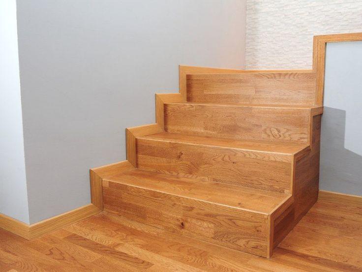 Schody wykonane z trójwarstwowych desek przy użyciu profilu schodowego do schodów dywanowych.