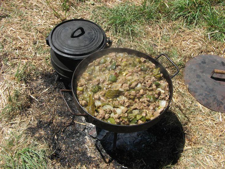 guiso de pollo en el disco de arado