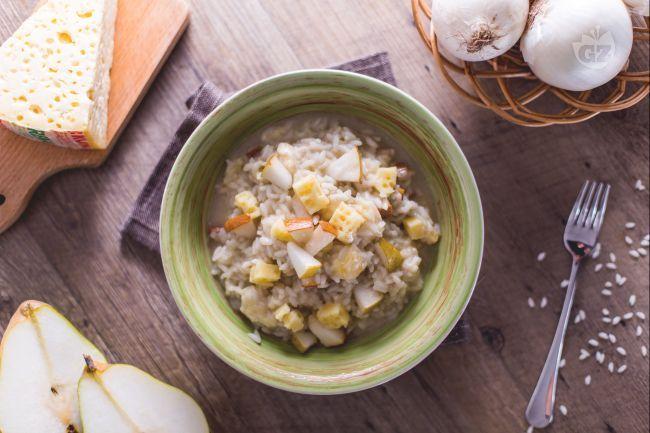 Il risotto pannerone e pere è  un primo piatto saporito preparato con il pannerone, tipico formaggio dal sapore amarognolo prodotto nel Lodigiano.