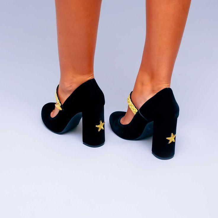 Pantofii de dama Mineli Firenze Star sunt realizați din catifea fină brodată în culori vibrante…