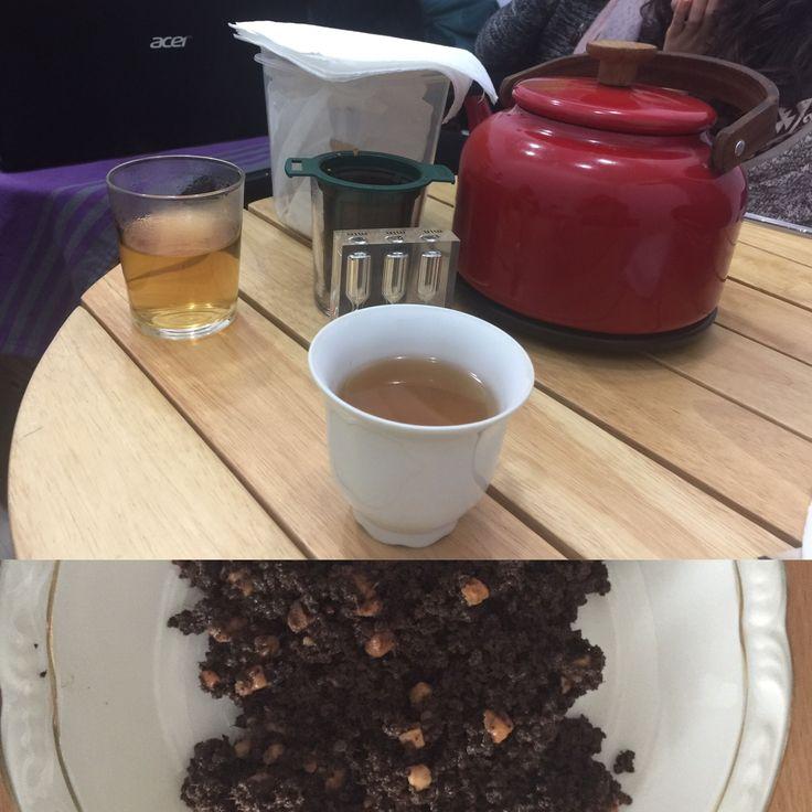 """""""Balanced ASSAM """". Black Tea. India  Un blend con cuerpo y presencia. Té negro infusionado a media temperatura, reducido en cafeína, equilibrado. Con la energía del ginger, digestivo gracias a la regaliz, y con el alivio proporcionado por el clavo. Transparente y otoñal. 65º. 5m. Cualquier momento es bueno para compartir un té. Esta mañana. Asamblea de AFIA."""