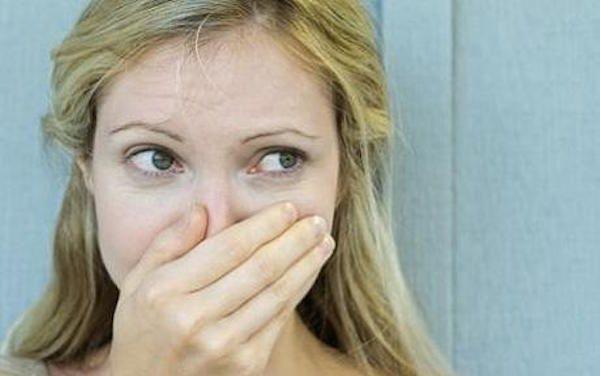 Avoir une mauvaise haleine est une situation qui peut être très gênante. Mais il existe plusieurs solutions pour éviter l'embarras de cette odeur désagréable. Découvrez l'astuce ici : http://www.comment-economiser.fr/solutions-contre-mauvaise-haleine.html