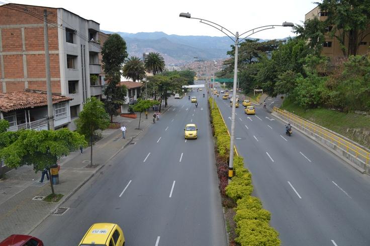 Día sin carro en Medellín. Lugar: Av 33, hacia el puente. Fecha: 23 de abril de 2012 - 4:50pm