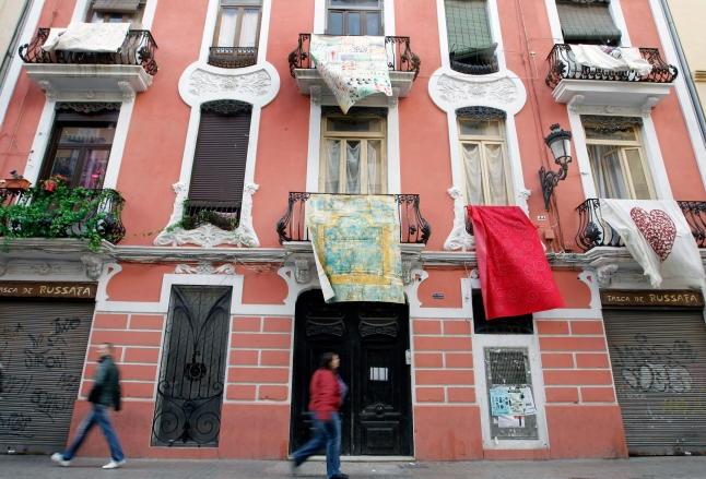 Valencia: Ruzafa expone cien obras de arte en sus balcones