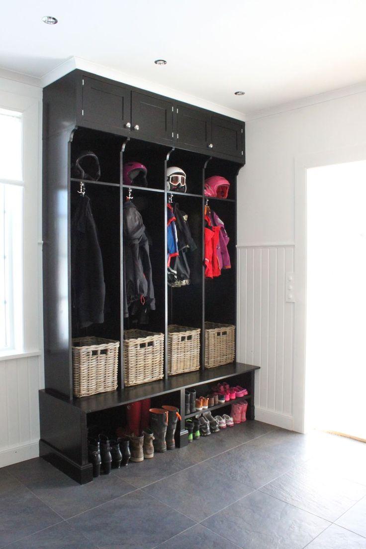 It's a house - en av Sveriges största inredningsbloggar: Förvaring. Groventre. Ett fack per familjemedlem...