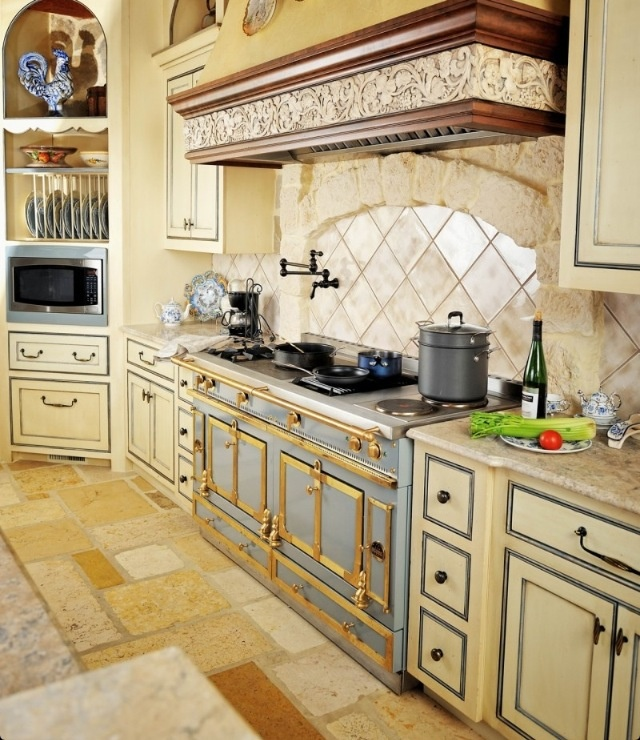 Merveilleux French Country Kitchen.... Stove