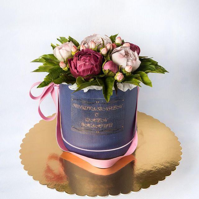 """WEBSTA @ el.sed_cake - Торт """"Пионы в шляпной коробке"""". Букет цветов из сахарной мастики и вафельной бумаги, коробка из сахарной бумаги."""