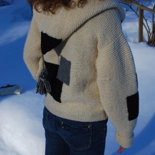 Knitted jacket with hood and pockets
