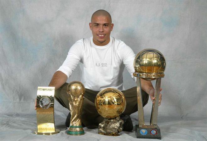 PREMIOS   Balón de Oro France Football: 1996 (2.º), 1997 (1.º), 1998 (3.º), 2002 (1.º)  Jugador FIFA: 1996 (1.º), 1997 (1.º), 1998 (2.º), 2002 (1.º), 2003 (3.º)  Bota de Oro: 1996/97 (1.º)