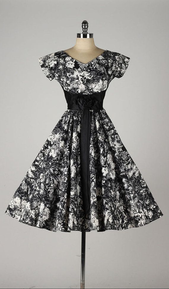 vintage 1950s dress . black floral print . by millstreetvintage