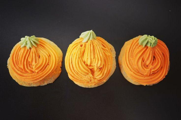 Ivy's cookies - pumpkin frosting