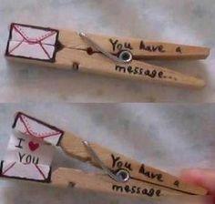 Hinterlassen Sie Ihrem Partner eine kleine Liebesbotschaft.