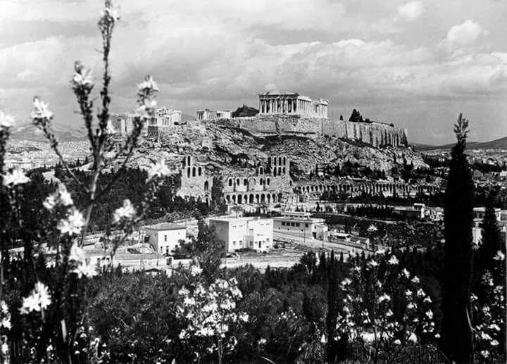 άποψη Ακρόπολης.Nelly's, (Έλλη Σουγιουλτζόγλου-Σεραϊδάρη) περ. 1930,
