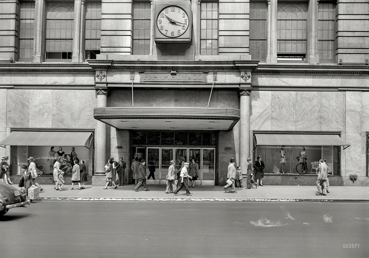 """New York circa 1948. """"Department stores. R.H. Macy & Co., 34th Street entrance and window displays."""" by John M. Fox.  Shorpy Historic Picture Archive"""
