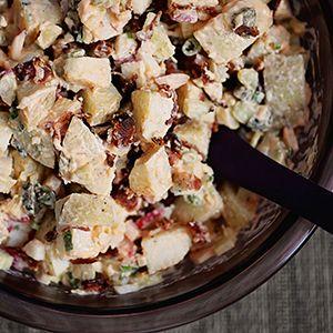 Une salade de patates super en accompagnement, mais qui peut aussi servir de repas.
